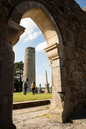People in Clonmacnoise